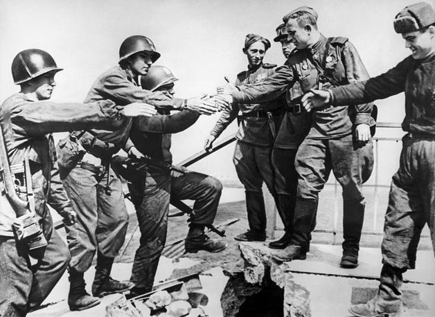 В результате встречи войск союзников остатки вооруженных сил Германии были расколоты на две части