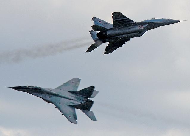 Многоцелевые истребители Су-35 во время учений военно-воздушных сил России