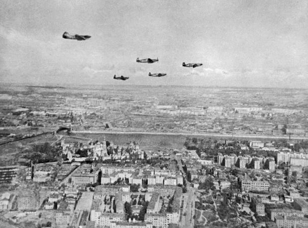 Истребители патрулируют московское небо, 1941 год