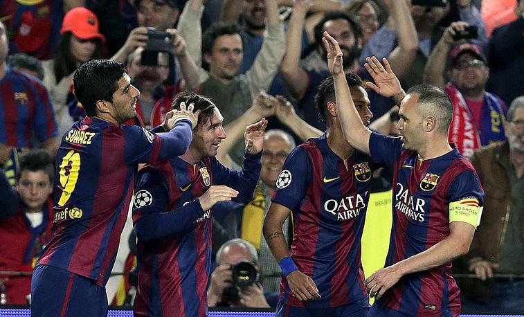 """6 мая """"Барселона"""" разгромила """"Баварию"""" в первом полуфинальном матче Лиги чемпионов - 3:0. Форвард испанского клуба Лионель Месси (на фото второй слева) оформил дубль и вышел на первое место в списке бомбардиров за всю историю турнира (77 голов)"""