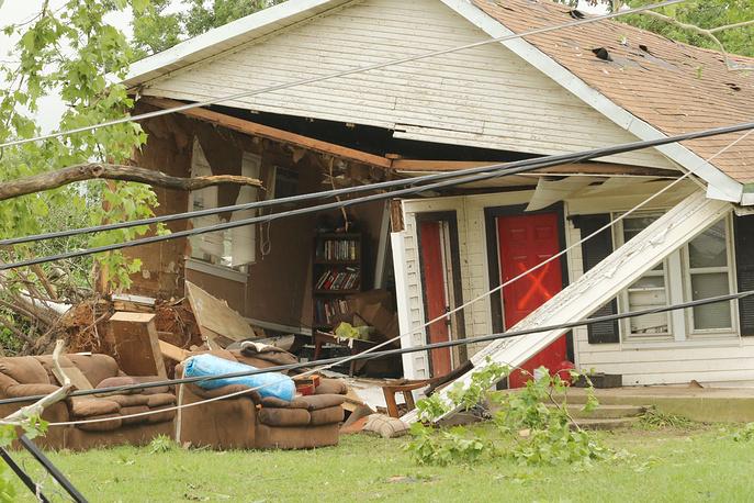 Поврежденный в результате торнадо дом в городе Вэн в штате Техас