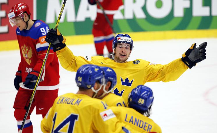 Шведская команда во втором периоде матча против россиян сумела вернуться в игру и навязать борьбу сопернику и сравнять счет в сложнейшем матче