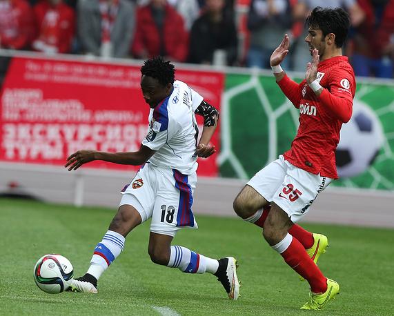 Ахмед Муса (слева) забил 10-й мяч в этом чемпионате
