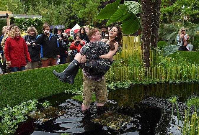 Мисс Швеция Камилла Ханссон в саду World Vision garden