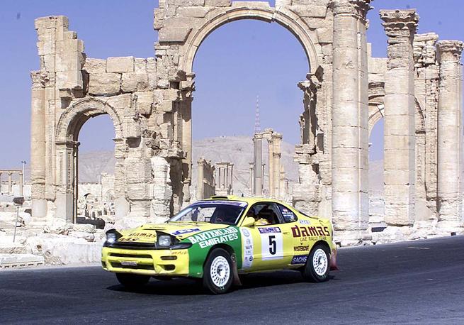 В 1980 г. архитектурные памятники Пальмиры были включены в Список объектов всемирного наследия ЮНЕСКО. На фото: Чемпионат Среднего Востока по ралли в 2002 году