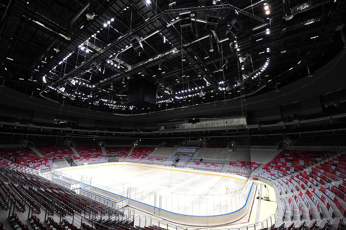 """В ледовом дворце """"Большой"""", Сочи. Хоккейная арена рассчитана на 12 тыс. мест"""