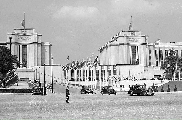 От парижской выставки остались две постройки: дворец Токио (ныне Музей современного искусства Парижа) и дворец Шайо (на фото). На данный момент во дворце Шайо располагаются Музей человека, Национальный морской музей, Музей памятников Франции и аквариум