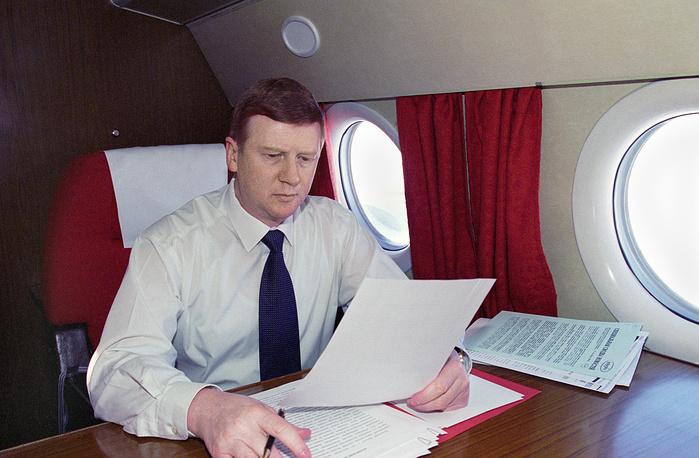 Анатолий Чубайс - руководитель администрации президента России, в самолете по пути в Казань, 1996 год