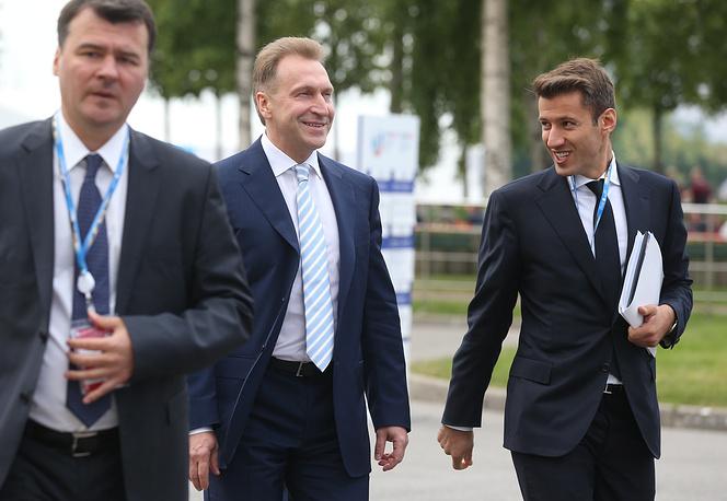 Первый вице-премьер РФ Игорь Шувалов (в центре)