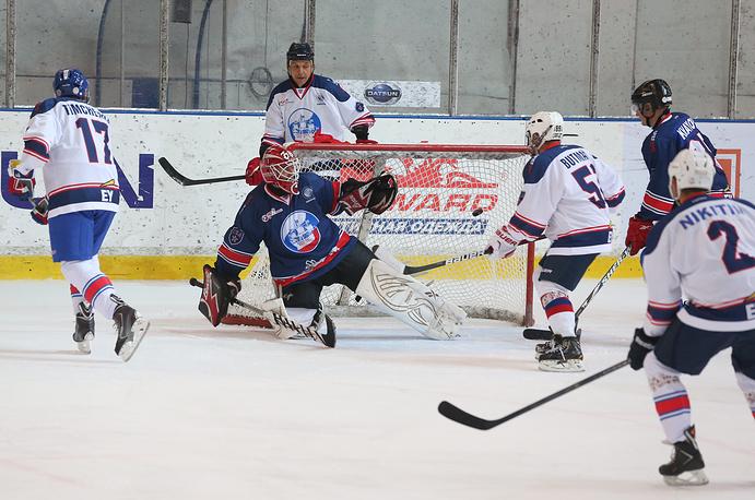 Во время товарищеского матча звезд хоккея