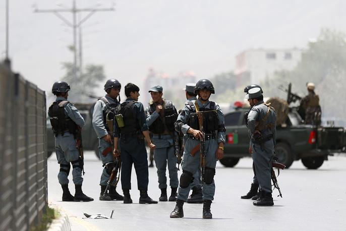 """По данным местных СМИ, """"21 мирный гражданин получил ранения при атаке на парламент, в том числе пятеро женщин и трое детей"""""""