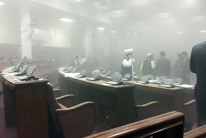 Всех находившихся в здании депутатов и журналистов проводили в безопасное место, никто из них не пострадал