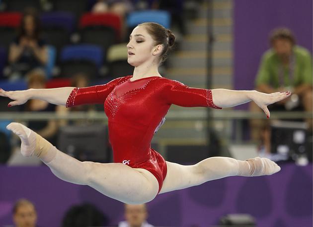 Россиянка Седа Тутхалян во время соревнований по спортивной гимнастике