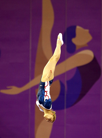Представительница России Яна Павлова на соревнованиях за индивидуальное первенство в прыжках на батуте