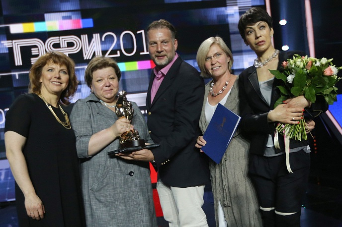 Лауреаты премии ТЭФИ: телеведущая Фекла Толстая и радиоведущий Алекс Дубас (в центре)