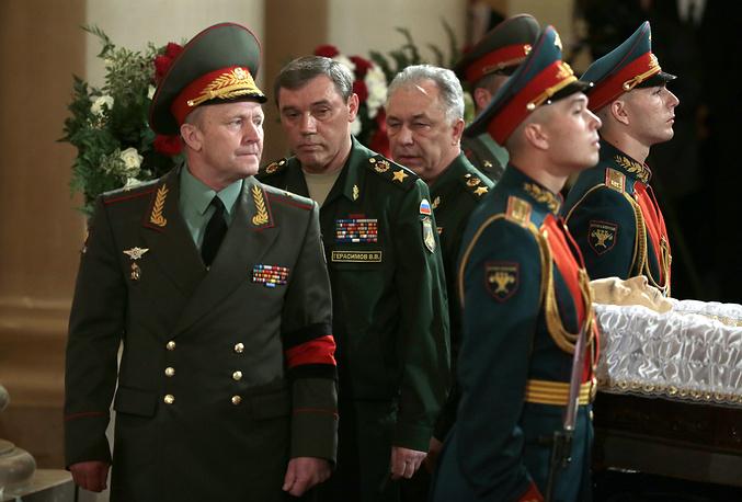 Начальник Генерального штаба Вооруженных Сил РФ, первый заместитель министра обороны РФ, генерал армии Валерий Герасимов (второй слева)