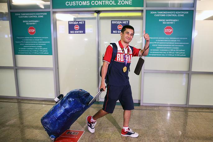 Бахтовар Назиров, завоевавший золотую медаль в боксерском поединке в весовой категории до 56 кг