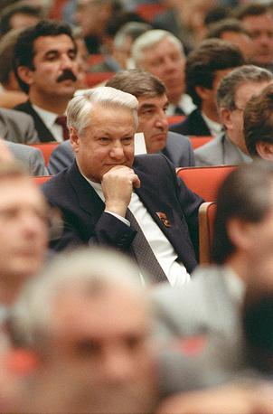 По воспоминаниям Горбачева, первоначально Ельцин (на фото) занял конструктивную позицию в ходе дискуссий между консерваторами и реформаторами