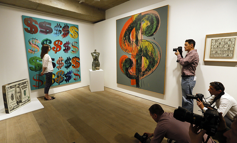 Всего на аукционе с молотка ушли предметы искусства на общую сумму в $204,7 млн