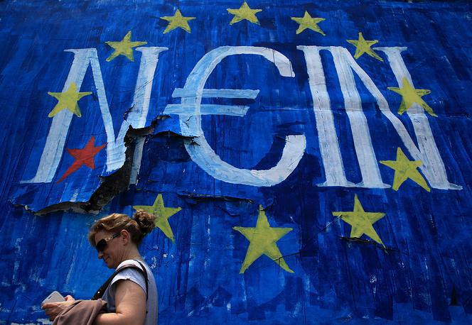 Варуфакис также отметил, что правительство Греции может уйти в отставку, если население страны на референдуме 5 июля поддержит требования кредиторов