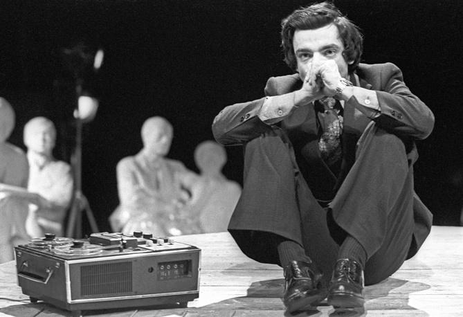 """Спектакль """"Монумент"""", 1978 год. Актер Константин Райкин в роли Свена Вооре"""