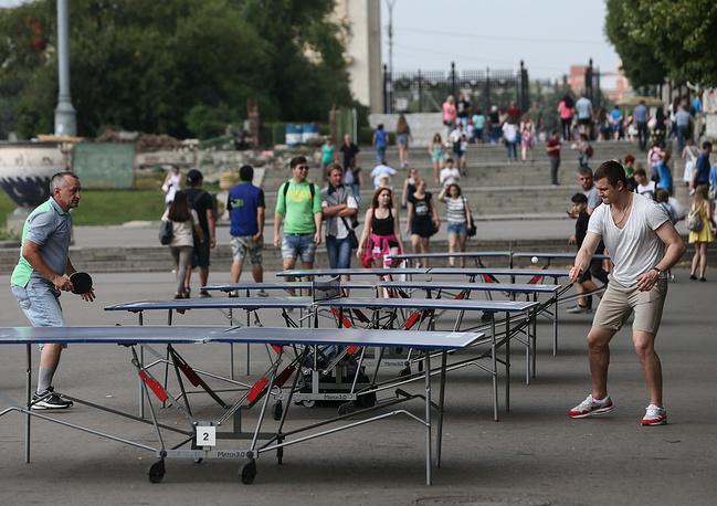 Настольный теннис в парке Горького