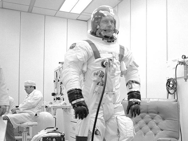 Астронавт Томас Стаффорд во время тренировок