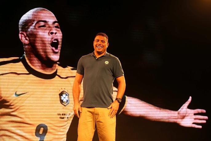 Двукратный чемпион мира бразилец Роналдо выступит в качестве одного из помощников генсека ФИФА Жерома Вальке