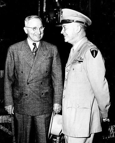Президент США Гарри Трумэн и генерал Дуайт Эйзенхауэр, 1945 год