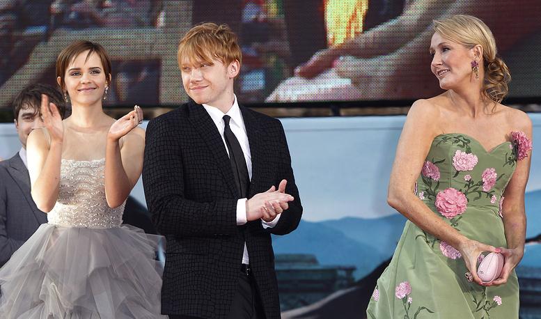 Актеры Эмма Уотсон, Руперт Гринт и Джоан Роулинг на премьере последнего фильма о Гарри Поттере, Лондон, 2011 год