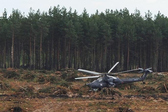 Выполняя программу высшего пилотажа, вертолет вошел в плоский штопор и совершил жесткую посадку
