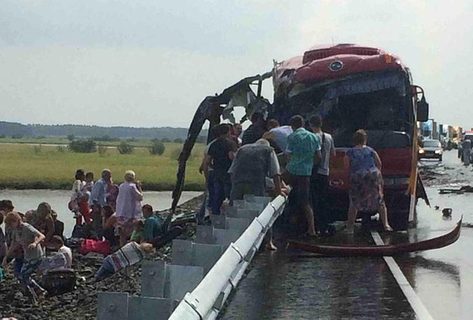 5 августа в Хабаровском крае столкнулись два рейсовых автобуса. По последним данным, погибли 15 человек, около 60 получили ранения. В связи с ЧП возбуждены два уголовных дела
