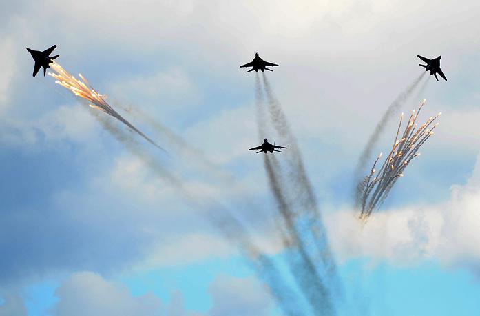 """Истребители МиГ-29 пилотожной группы """"Стрижи"""""""