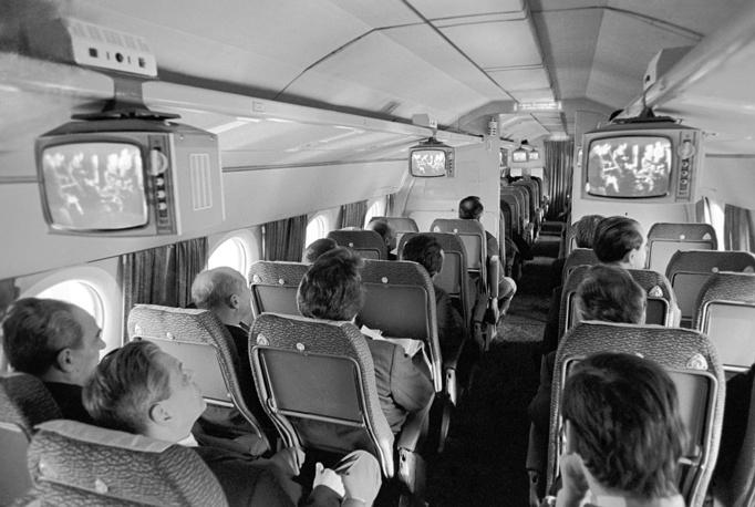 В салоне пассажирского самолета Ту-134А