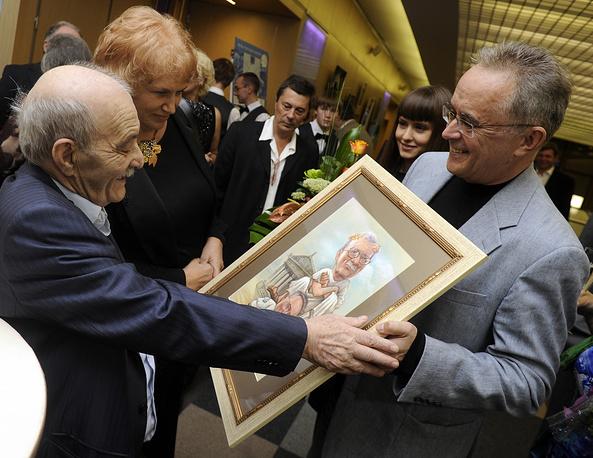 Данелия (слева) перед церемонией празднования своего 80-летия, 2010 год