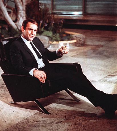 """Коннери на съемках фильма """"Живешь только дважды"""" в Токио, 1966 год"""