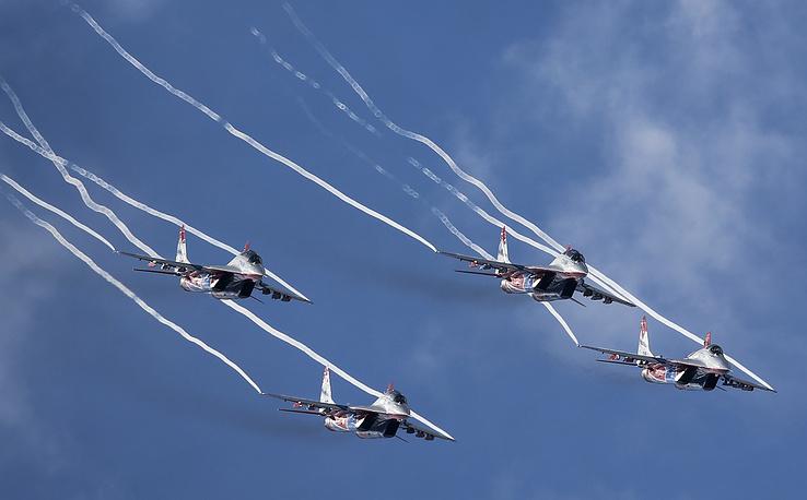 """МиГ-29 пилотажной группы """"Стрижи"""""""