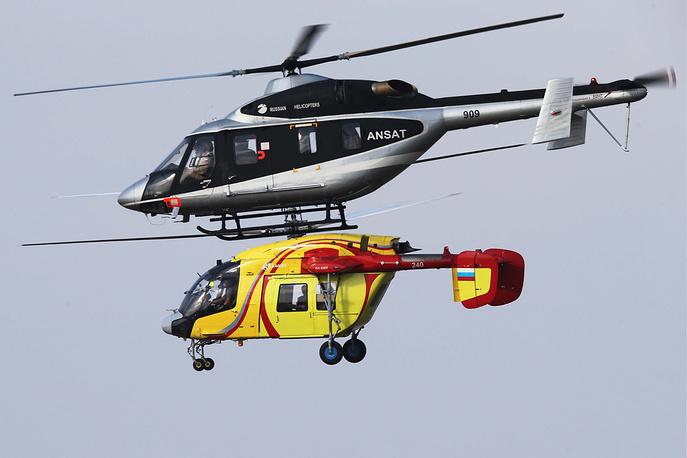 """Многоцелевой легкий вертолет """"Ансат"""" (вверху) и вертолет Ка-226 (внизу)"""