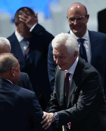 Основатель и владелец Volga Group Геннадий Тимченко (справа)
