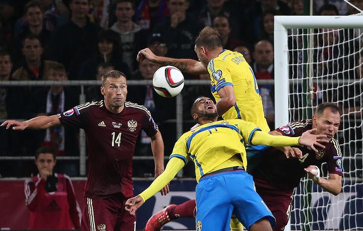 Концовка матча прошла в атаках сборной Швеции, но российский вратарь неоднократно выручал партнеров по команде