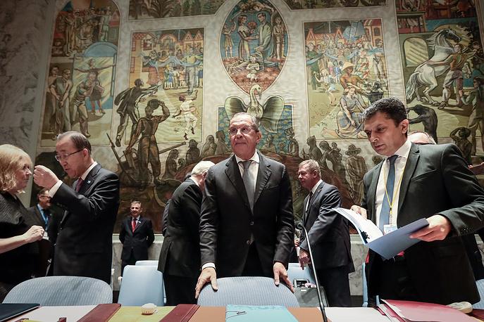 Министр иностранных дел России Сергей Лавров (в центре) во время министерского заседания Совета безопасности ООН в рамках 70-й сессии Генеральной ассамблеи ООН, 30 сентября