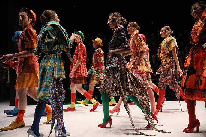 "Модели на показе коллекции SLAVA ZAITSEV на Неделе моды Mercedes-Benz Fashion Week в ЦВЗ ""Манеж"", 21 октября"