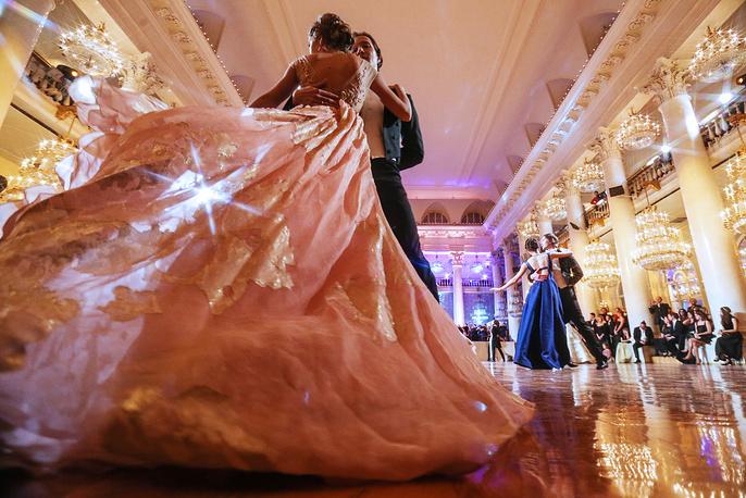 На балу дебютанток журнала Tatler в колонном зале Дома союзов в Москве, 22 октября