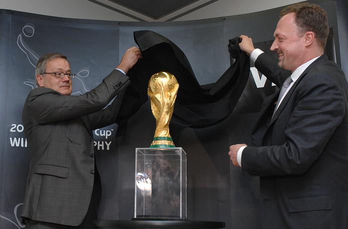 На презентации Кубка мира ФИФА с генеральным директором Visa в России Маартеном ван ден Белтом