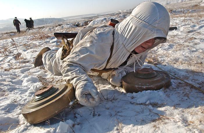 Сапер инженерных войск Сибирского военного округа на учениях, 2008 год