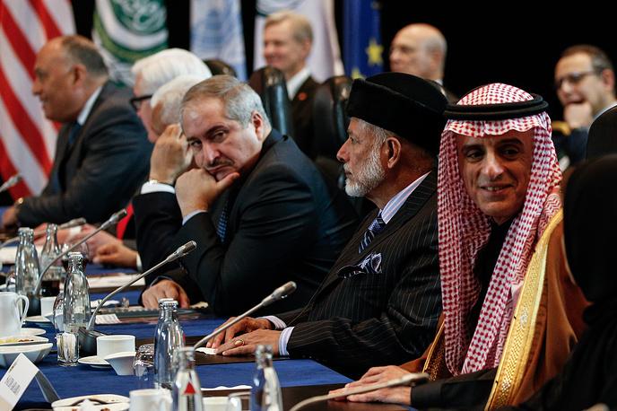 Министр иностранных дел Саудовской Аравии Адель аль-Джубейр, министр иностранных дел Омана Юсеф бен Алауи бен Абдалла (справа налево)