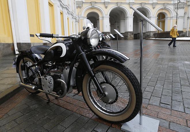 Эскортный мотоцикл М-72 (выпускался с 1941 по 1960 гг.)