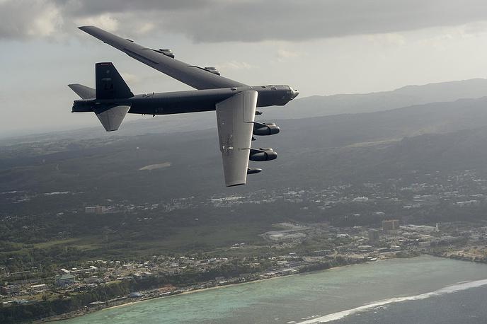 Стратегический бомбардировщик-ракетоносец B-52H