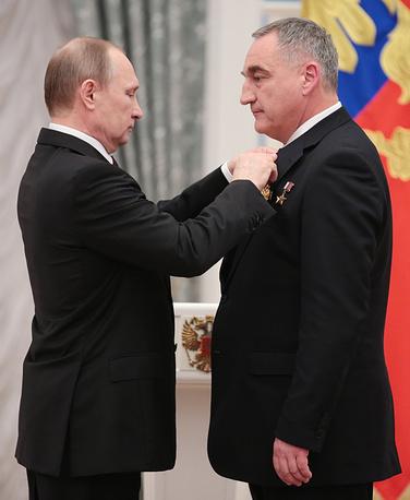 Президент России Владимир Путин и российский космонавт Александр Скворцов, 10 марта