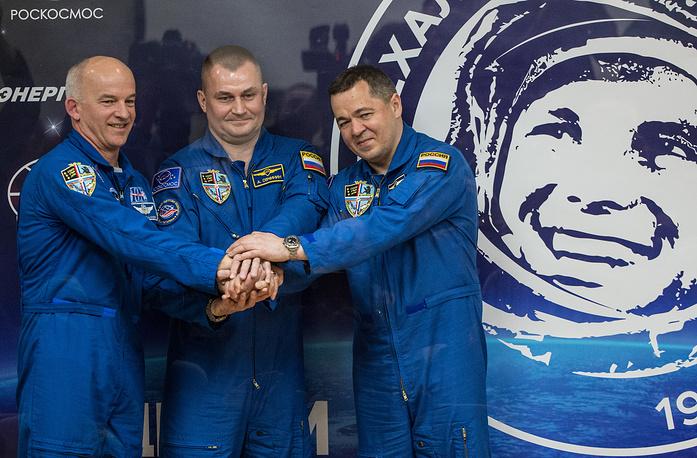 Члены основного экипажа 47/48-й длительной экспедиции на Международную космическую станцию (МКС) астронавт НАСА Джеффри Уильямс, российские космонавты Алексей Овчинин и Олег Скрипочка